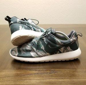 Nike Roshe Run Camo Size 9 Running